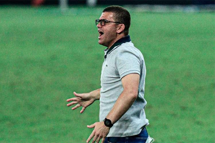 Umberto Louzer aceita proposta para ser técnico do Cruzeiro, que terá de pagar multa à Chapecoense