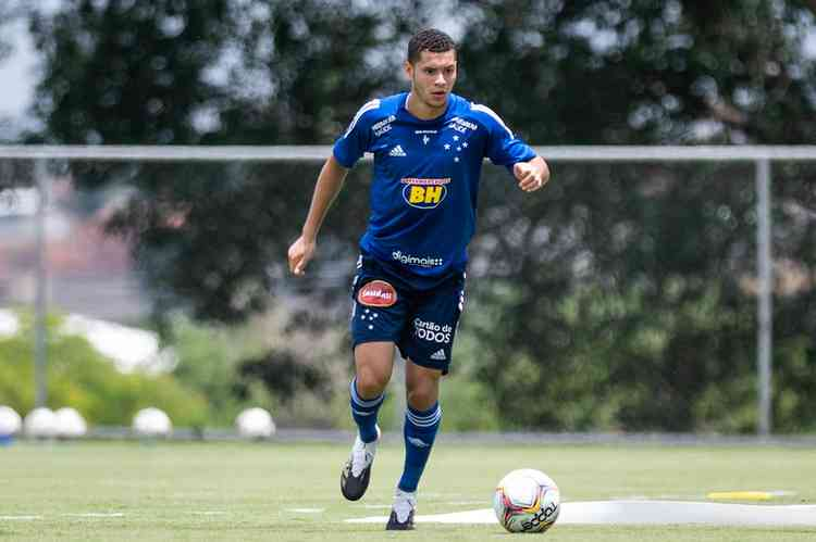 Matheus Pereira volta a treinar e pode ser novidade do Cruzeiro para o jogo contra o Figueirense